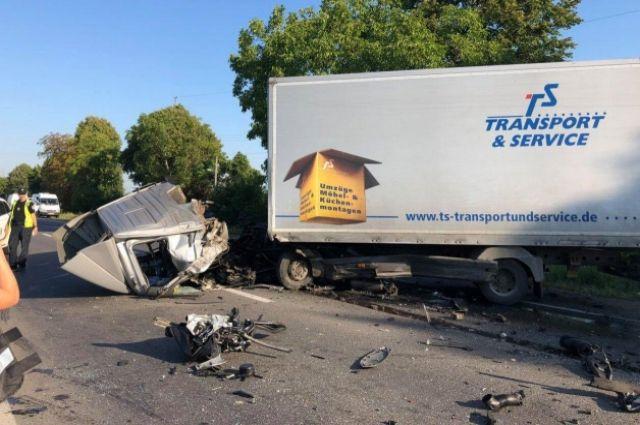 Тройное ДТП на Закарпатье: у грузовика снесло кабину, есть пострадавшие
