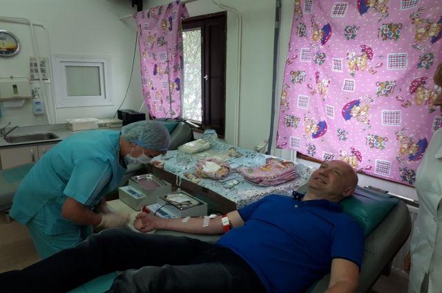 В Ноябрьске 28 человек решили поделиться своей кровью