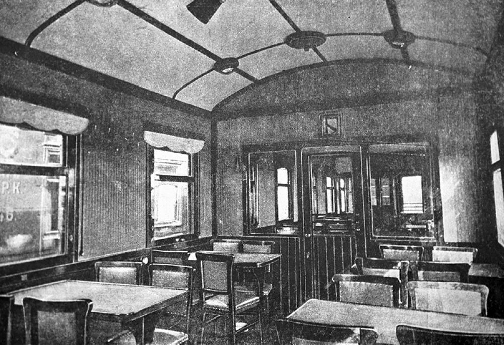 Интерьер вагона-ресторана. 1933 год.