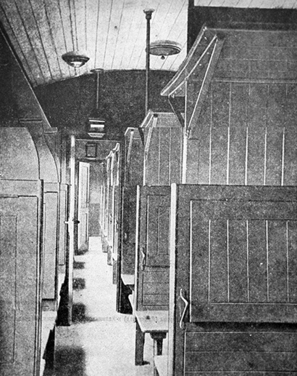 Места в пассажирском четырехосном вагоне. 1928 год.