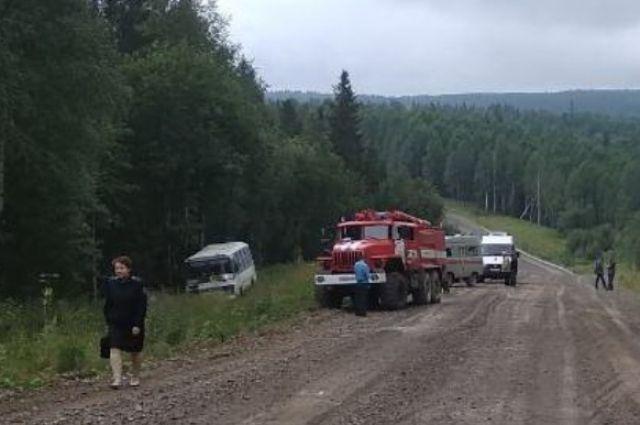 По предварительным данным, у рейсового автобуса, следовавшего по маршруту «Красновишерск – п. Вая», при движении на затяжном подъёме на горе Хитрая неожиданно заглох двигатель.