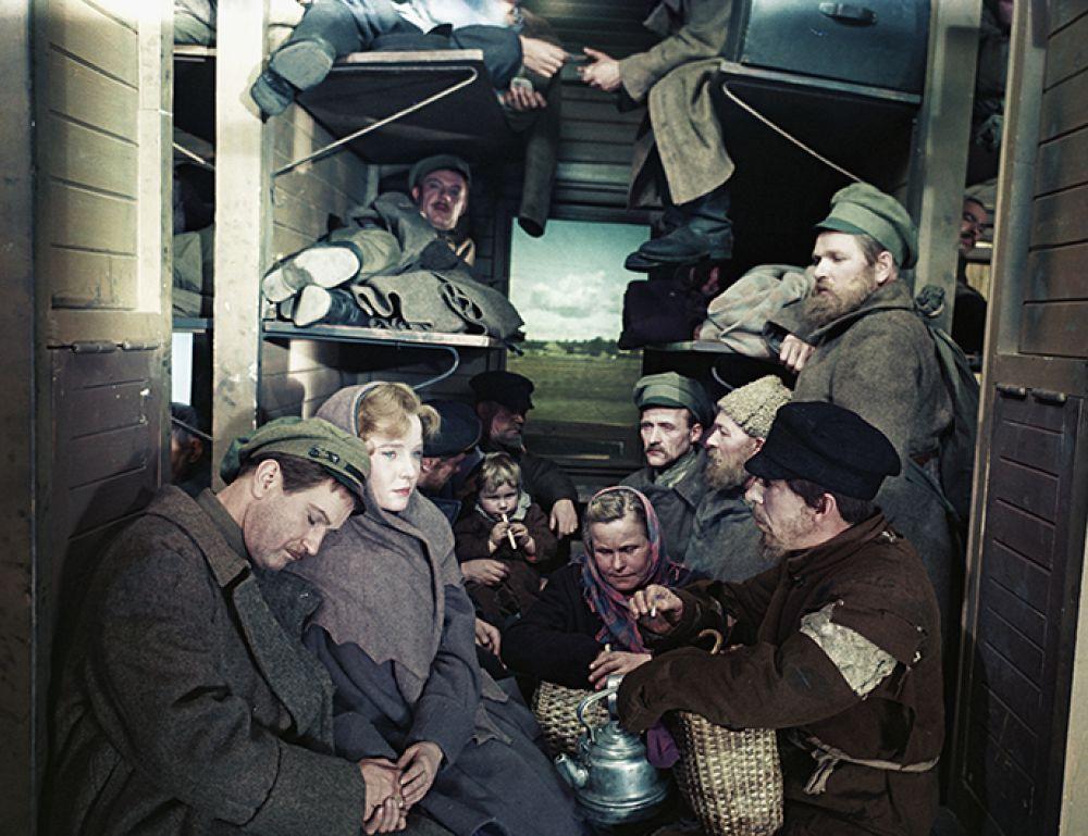 Кадр из художественного фильма «Восемнадцатый год». Пассажиры в поезде.