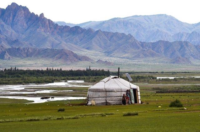 Тюменцев обучили горловому пению и игре на этнических инструментах
