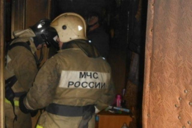 в п.Озеровка у Бугуруслана на пожаре пострадал человек.