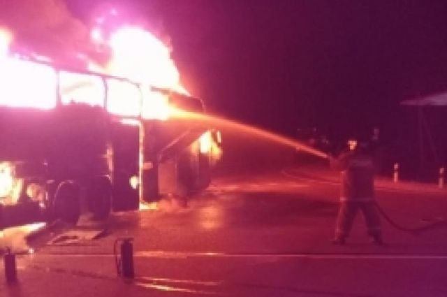 Автобус изнутри полностью выгорел.
