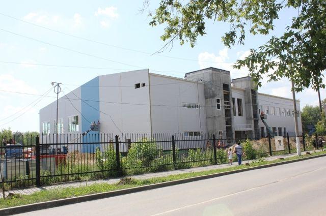 В Коркинском ФОКе разместятся залы для игровых видов спорта, бокса, дзюдо, карате, фитнеса, занятий на тренажёрах. И это лишь часть спорткомплекса, строительство которого ведёт Русская медная компания.