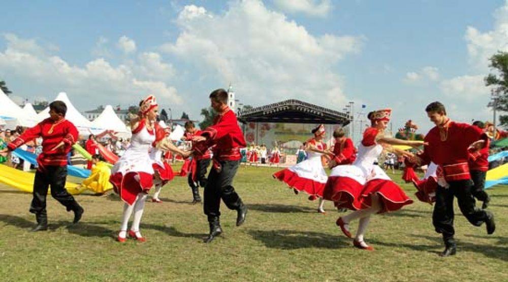 Более 600 артистов приняли участие в празднике.