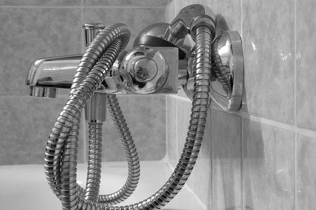 Полуголый тюменец катался в ванне по Екатеринбургу и жарил сосиски