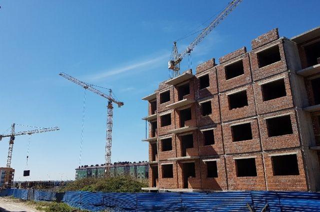 В этом году жилых домов построено больше, чем в прошлом.