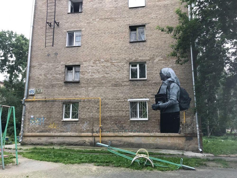 «Маленькие люди». Екатеринбург, ул. Сони Морозовой, 175. Автор: Иван Симонов.