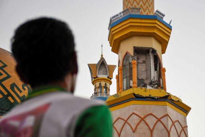 Мечеть в Матараме после сильного землетрясения.