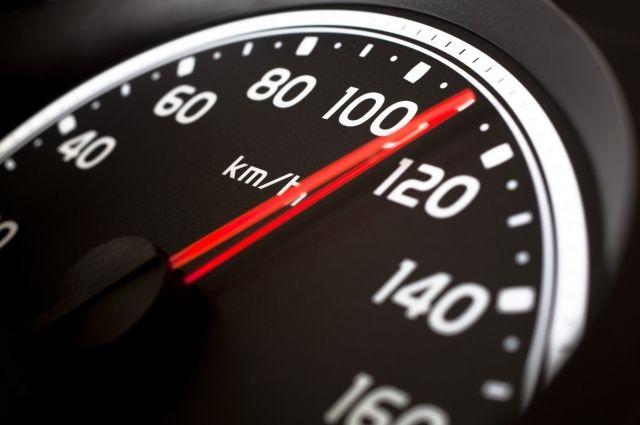 В Киеве планируют разрешить водителям в левой полосе движения ехать быстрее