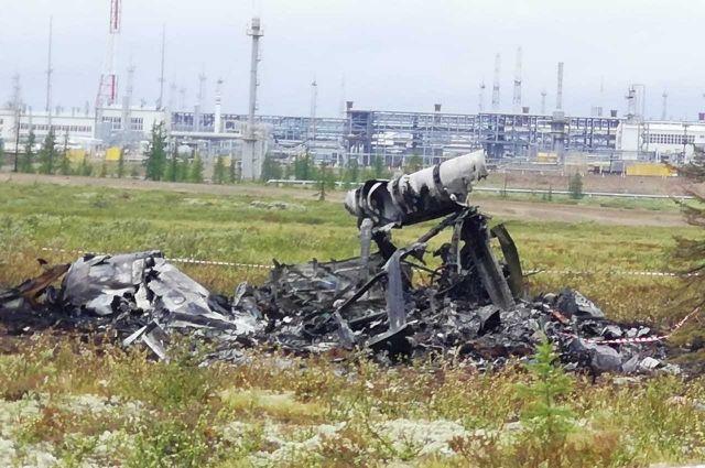 Вертолет упал и загорелся.