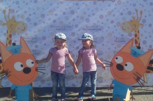 А 4 августа в Иркутске на первом городском празднике близнецов собрались около 100 пар двойняшек разных возрастов.