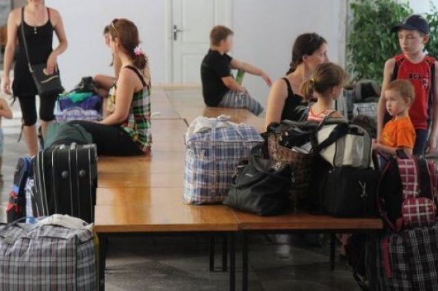 Украина просит ЕС и США помощи в образовании и постройке жилья переселенцам