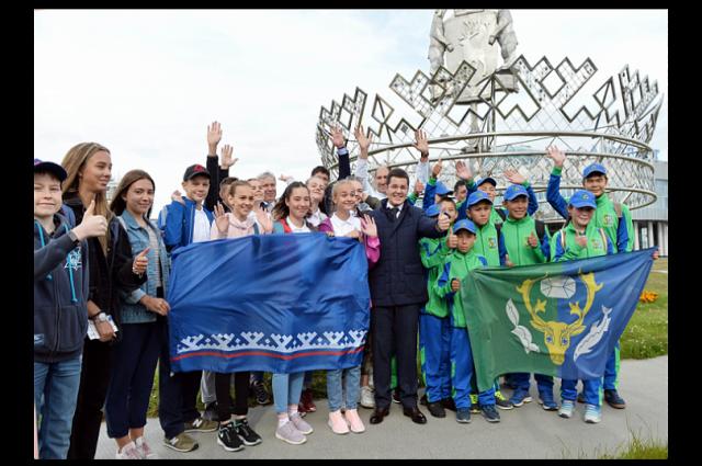 Дмитрий Артюхов проводил ямальцев на фестиваль национального спорта в Артек