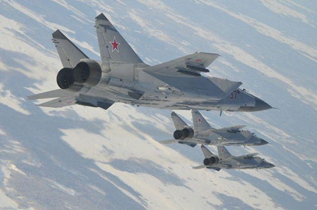 В учениях задействованы 10 самолётов-истребителей.