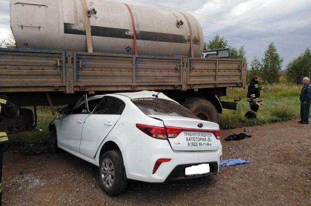 В Бузулукском районе Kia врезалась в «КамАЗ», погибли трое.