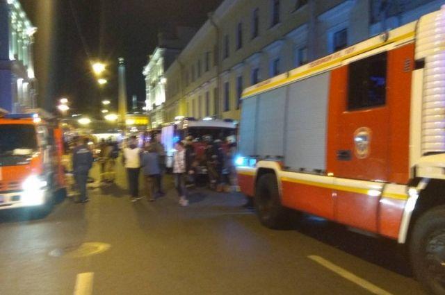 Неменее  400 постояльцев гостиницы эвакуировали вПетербурге из-за пожара