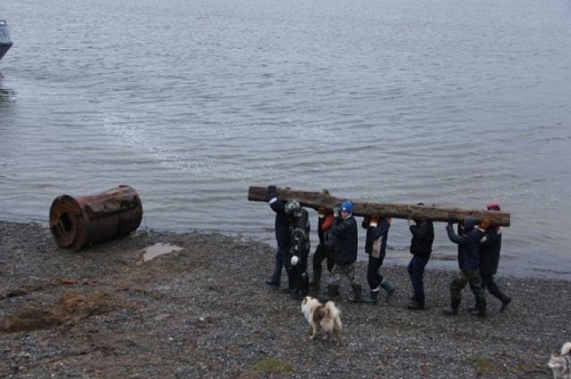Сеяхинцы очищают побережье от металлолома и решают, куда перенести гаражи