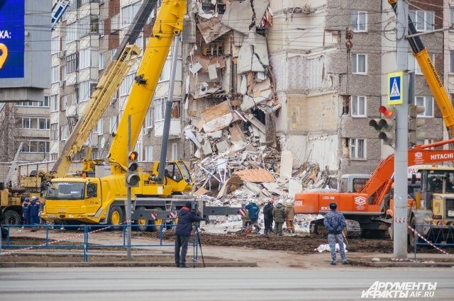 Взрывом полностью разрушено 9 квартир.