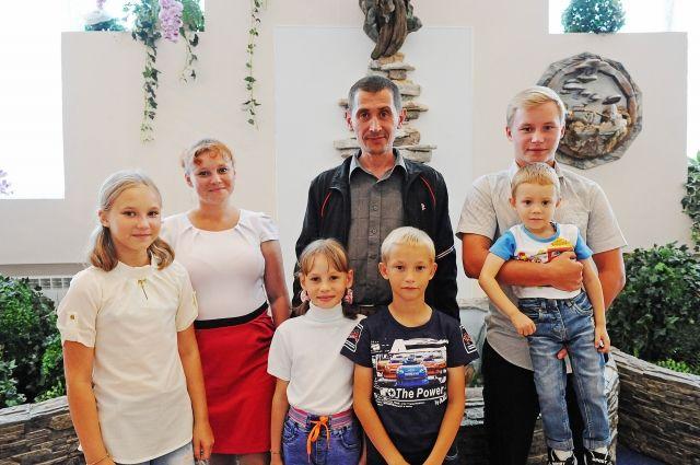Многодетная семья из Уватского района получит новое жилье