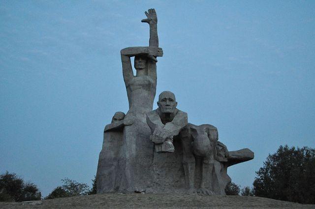 Мемориал в Змиевской балке, крупнейшем на территории РФ месте массового уничтожения фашистскими захватчиками евреев в период Великой Отечественной войны.