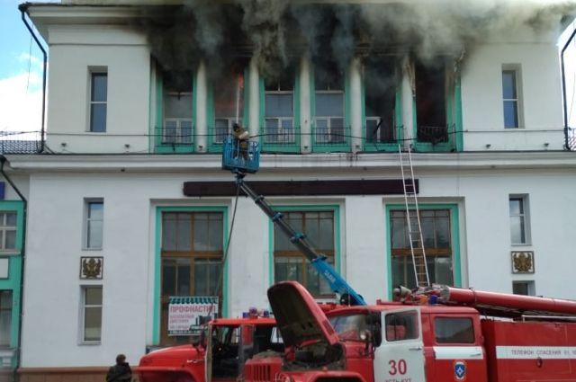 В здании не работали противопожарные краны и старые огнетушители.