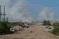 На свалке горел мусор.
