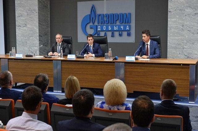 Александр Моор наградил работников нефтегазовой отрасли в Надыме