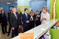 Александр Моор посетил обновленную центральную районную больницу в Надыме