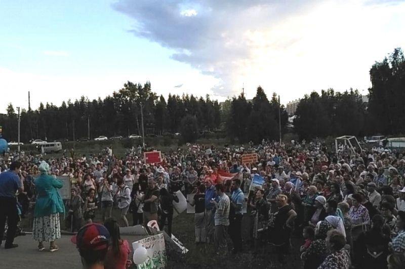 По оценкам организаторов на митинг пришли около 2000 человек.