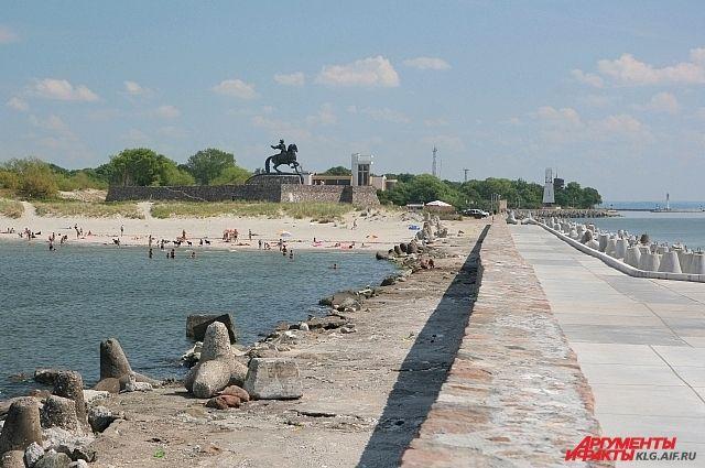 У берега на Балтийской косе нашли тело молодой женщины.