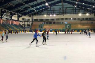 Акция «Лето на льду» стартовала на стадионе «Химик» в Кемерове.