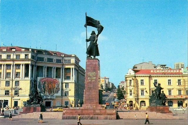 Главная площадь края в 1980-е годы.
