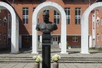 Памятник знаменитому борцу на малой родине.