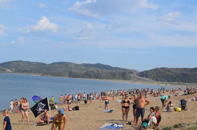Северяне закрыли пляжный сезон на Кольском полуострове