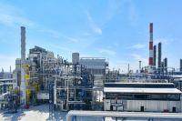 Омский НПЗ является одним из самых крупных нефтеперерабатывающих комплексов в мире.