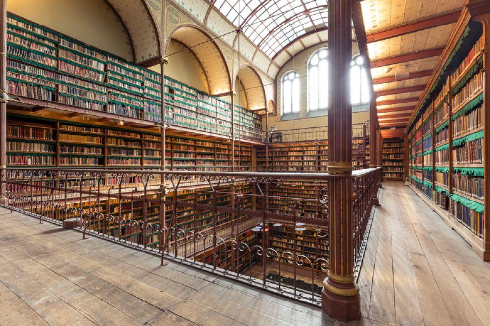 Исследовательская библиотека Рейксмюсеум, Амстердам, Нидерланды. Эта библиотека является частью Государственного музея Нидерландов и считается крупнейшим художественным собранием в мире. Обширная коллекция монографий, периодических изданий и каталогов непрерывно собиралась с 1885 года.