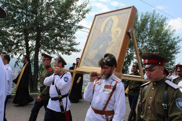 Крестный ход с иконой Божьей Матери.