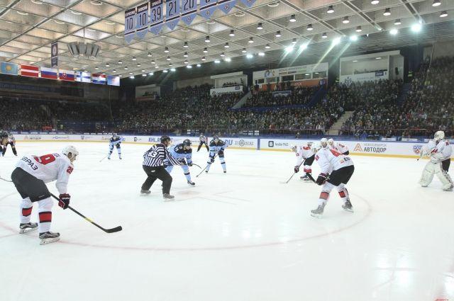 Новосибирские хоккеисты выиграли матч.
