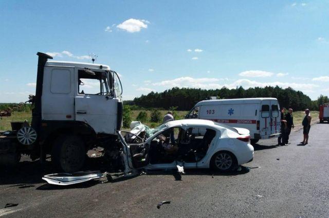 В Херсонской области семья попала в ДТП: супруги в больнице, погибли дети