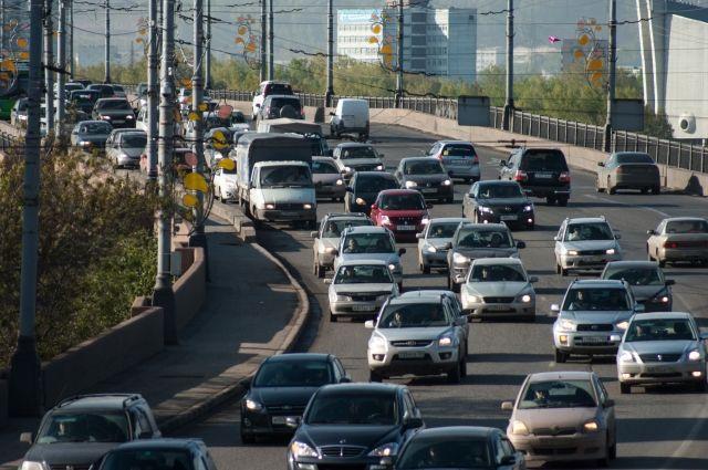 Транспорт движется с трудом.
