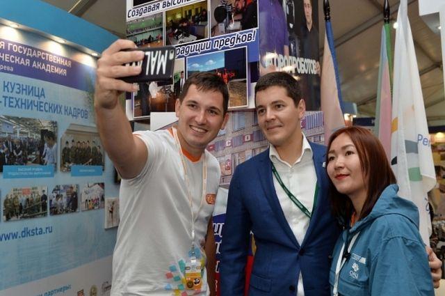 Дмитрий Артюхов пожелал ямальцам удачи на молодежном форуме