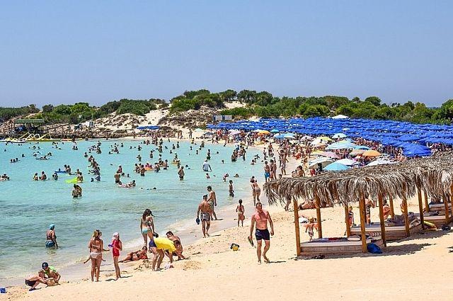 Кишащие отдыхающими пляжи - это не про сентябрь.