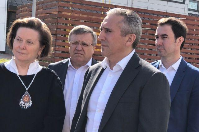 Александр Моор ознакомился с ходом строительства набережной на реке Казым