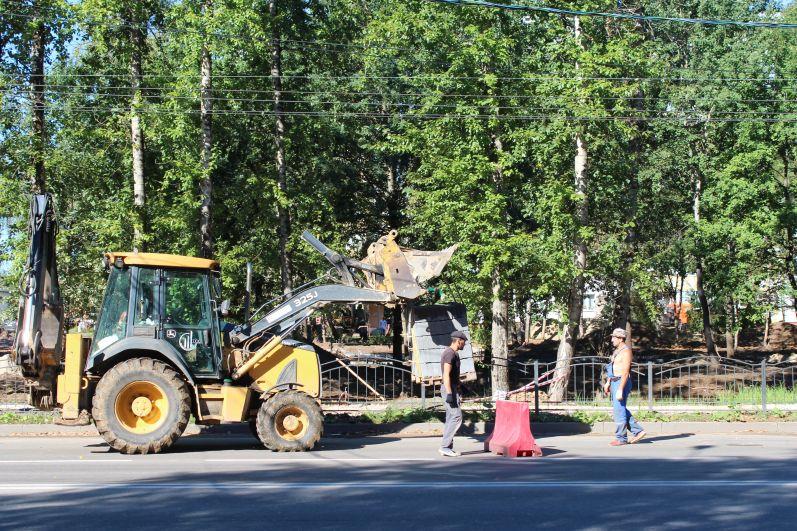 Чтобы не повредить деревья стройматериалы завозят с улицы Московской