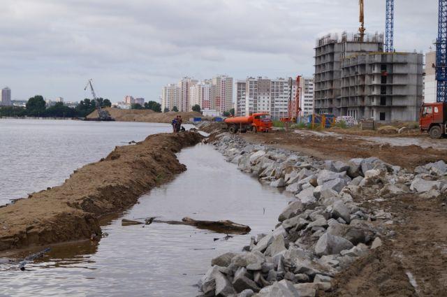 В Хабаровске естественной защитой стал рельеф города, для Комсомольска же подъем уровня на 5-10 см был опасен