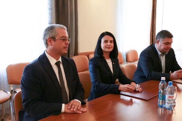 Сбербанк является основным партнером Министерства труда и социального развития НСО по проведению финансовых операций, связанных с предоставлением мер социальной поддержки населению.