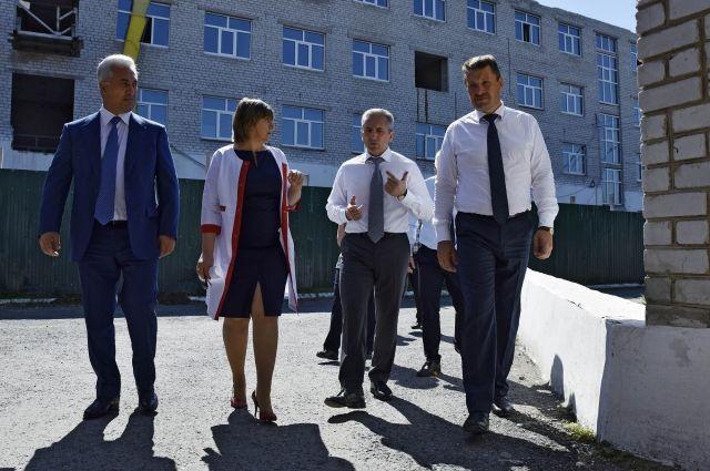 Александр Моор подчеркнул важность реконструкции больницы в Ялуторовске